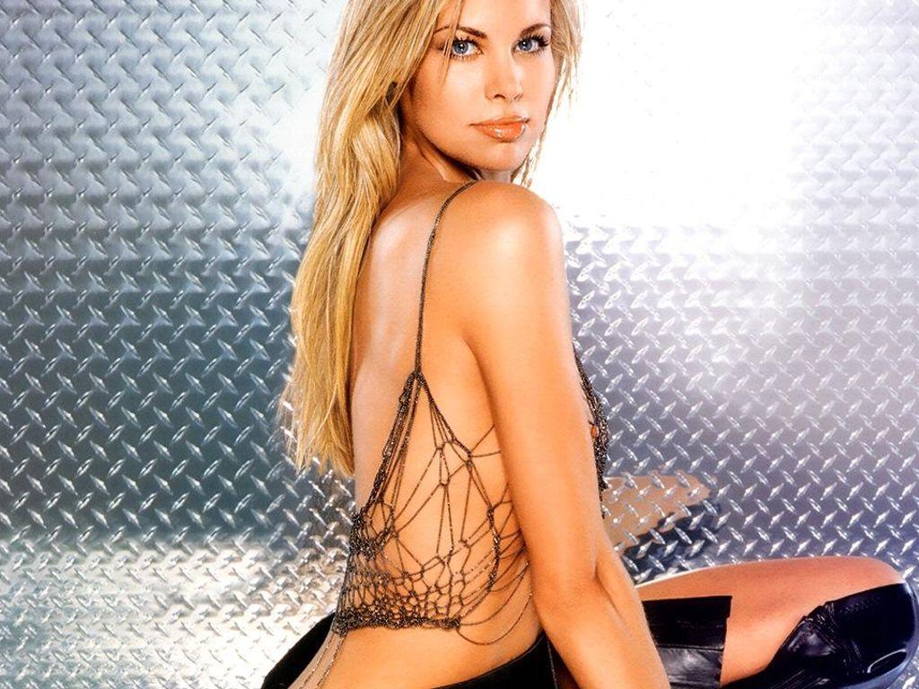 Brooke burke rocks tiny bikini, hot revenge body amid divorce