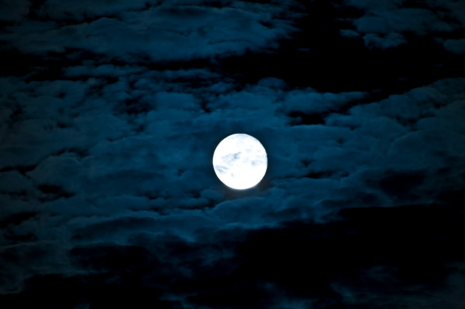 Beautiful Wallpapers: Moon Hd Wallpaper