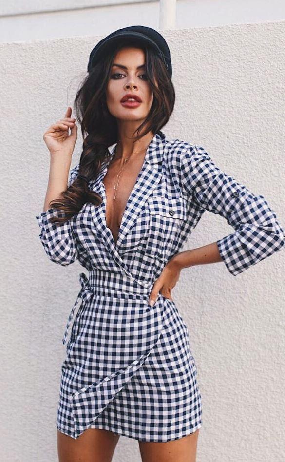 fashion trends_hat + plaid dress