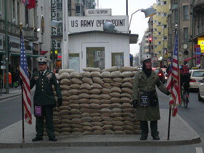 Checkpoint Charlie di Tembok Berlin
