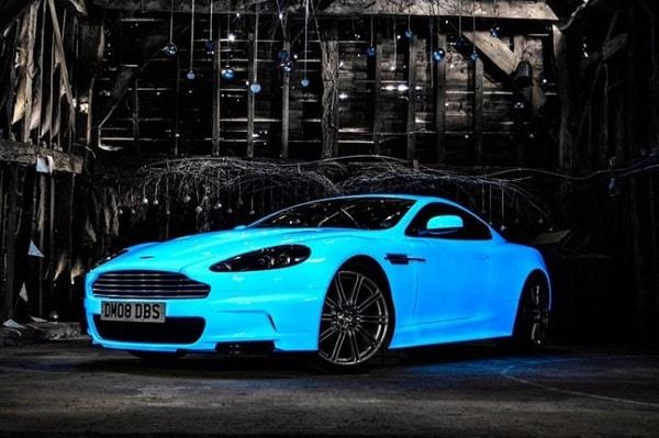 Aston Martin DBS brilla en la oscuridad