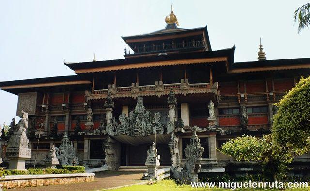 Museo-Indonesia-Taman-Mini