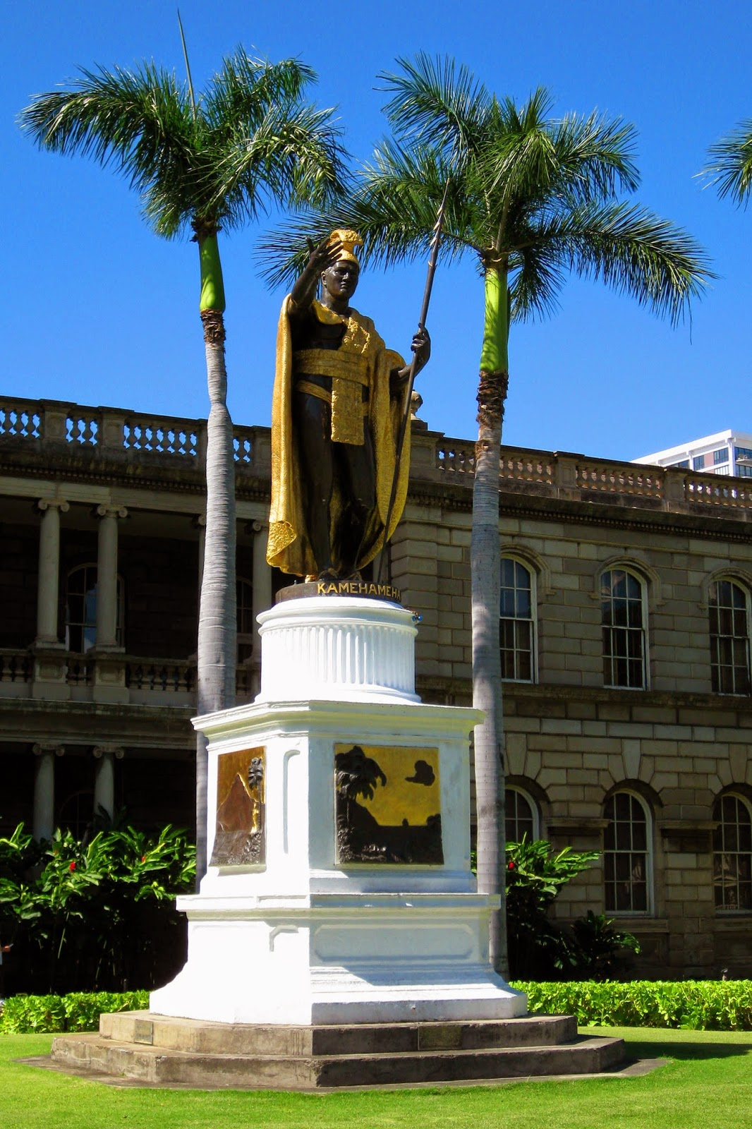 Statue of King Kamehameha in front of Aliiolani Hale (home to the Hawaii State Supreme Court)