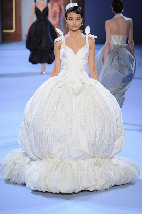 mon bo miroir les plus belles robes de mariees haute. Black Bedroom Furniture Sets. Home Design Ideas