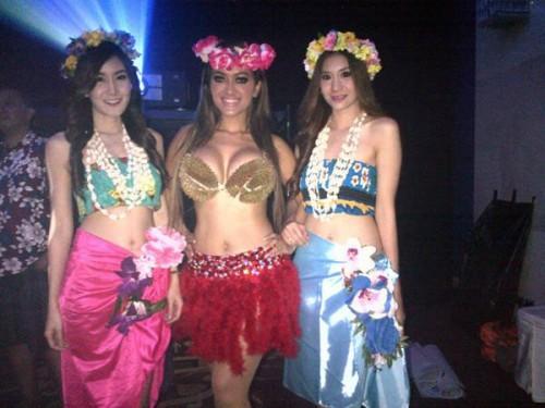 julia perez tampil seksi dengan memakai bra durian 3