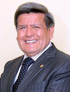 Foto de César Acuña sonriendo