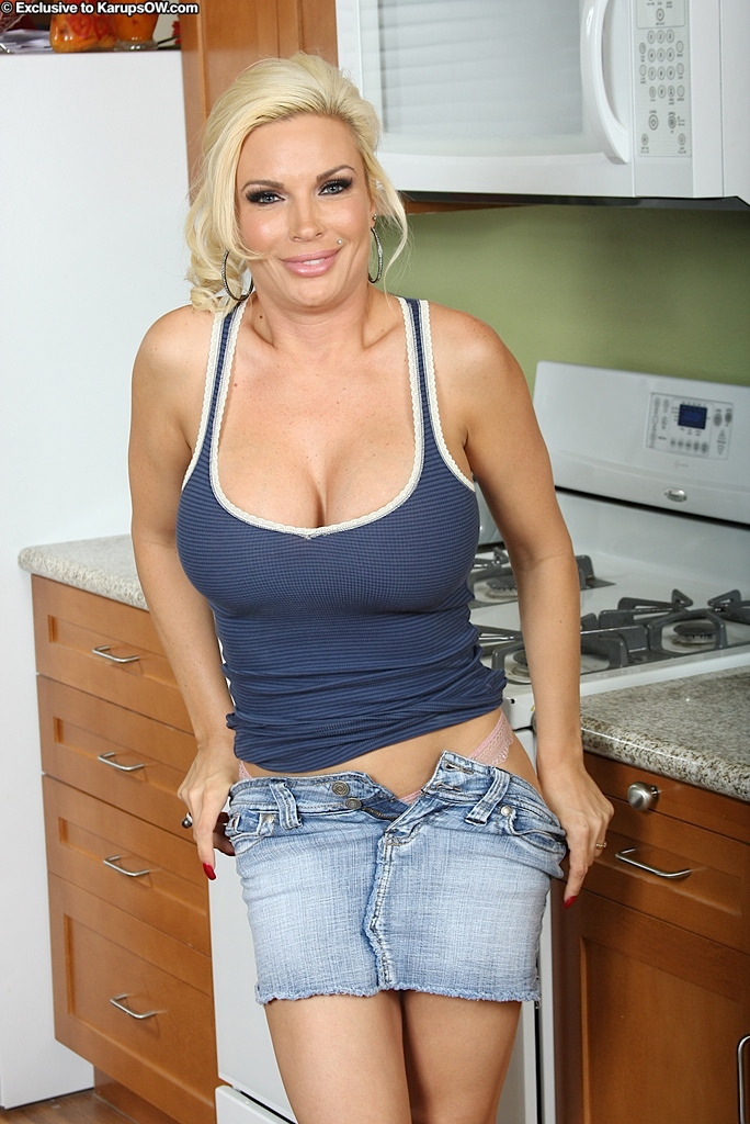 naked moms in jeans