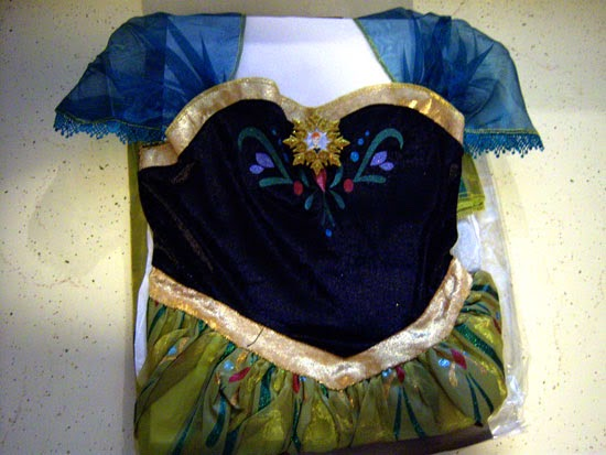 Disney Frozen Costume: Anna's Coronation Gown unpacked