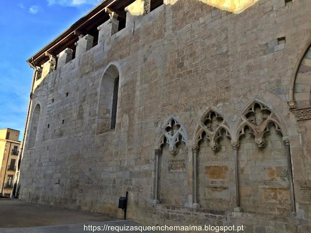Basilica de Sant Feliu, elementos românicos, góticos e barrocos