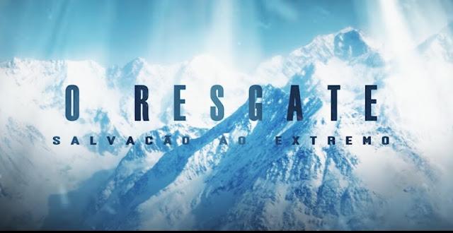 Montanhas com neves e escrita com o nome do filme O Resgate, Salvação ao Extremo