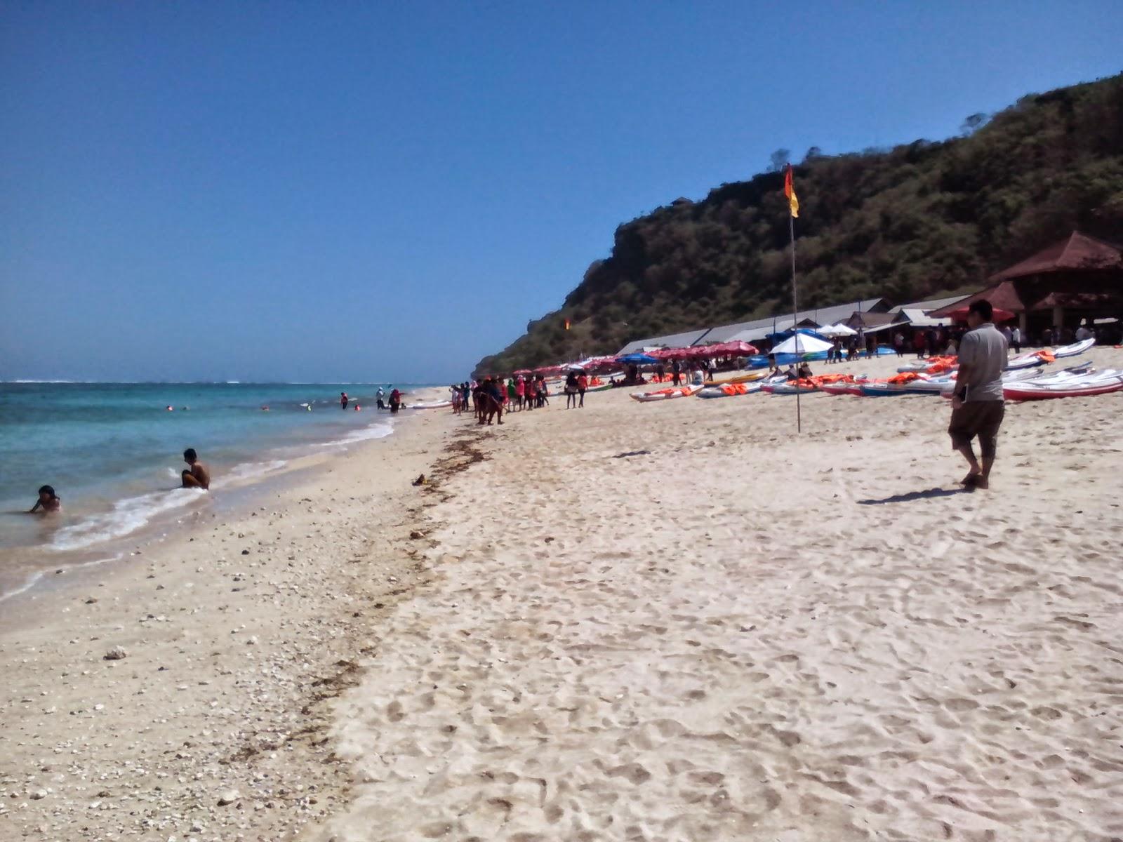 Menikmati Indahnya Pantai Pandawa, Bali (2)