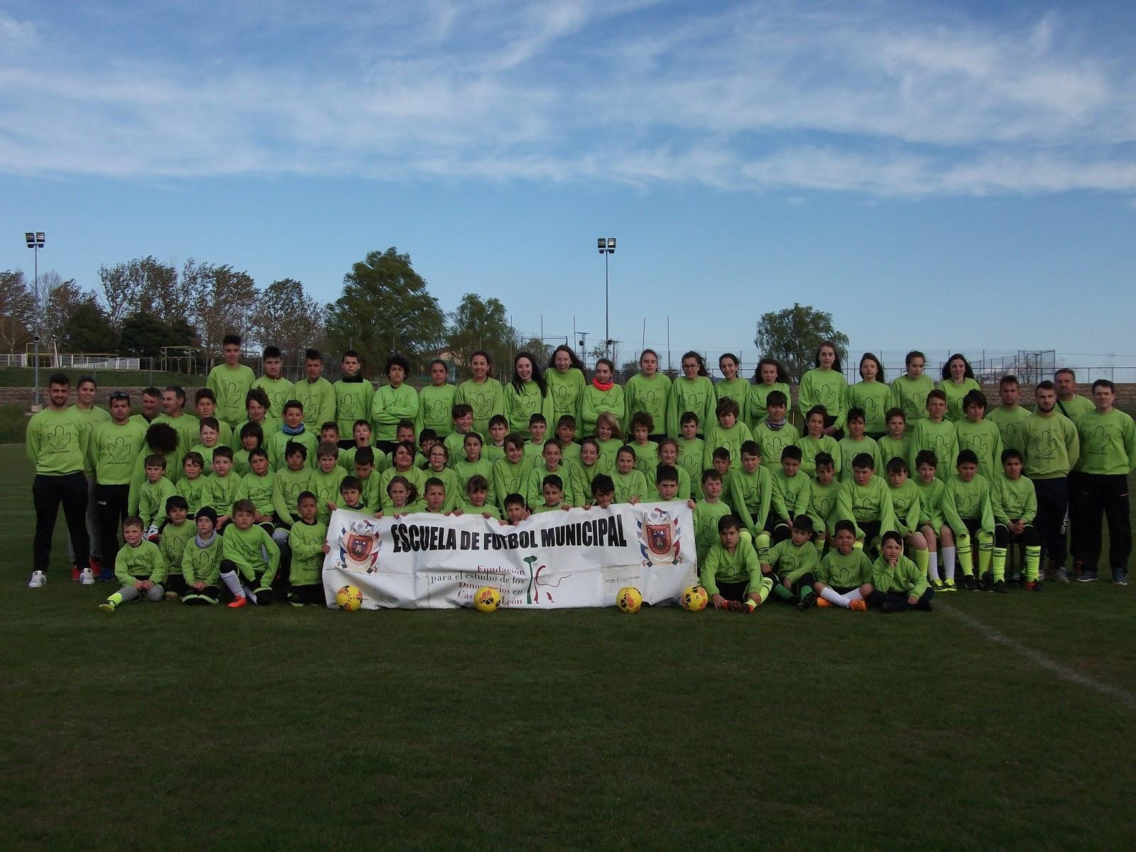 Foto presentación Escuela de fútbol municipal Fundación Dinosaurios CyL  2018. 26c4c1b8fc639