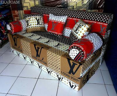 Sofa bed inoac dengan motifELVE merah putih