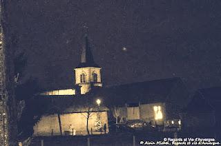 vieille église sous la lune