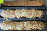 Brot mit Käse: Amazy Baguette-Backblech – Die antihaftbeschichtete Back-Form zur Herstellung von Baguette und weiteren Gebäcken