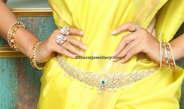 Niloufer Diamond Emerald Sets Bangles