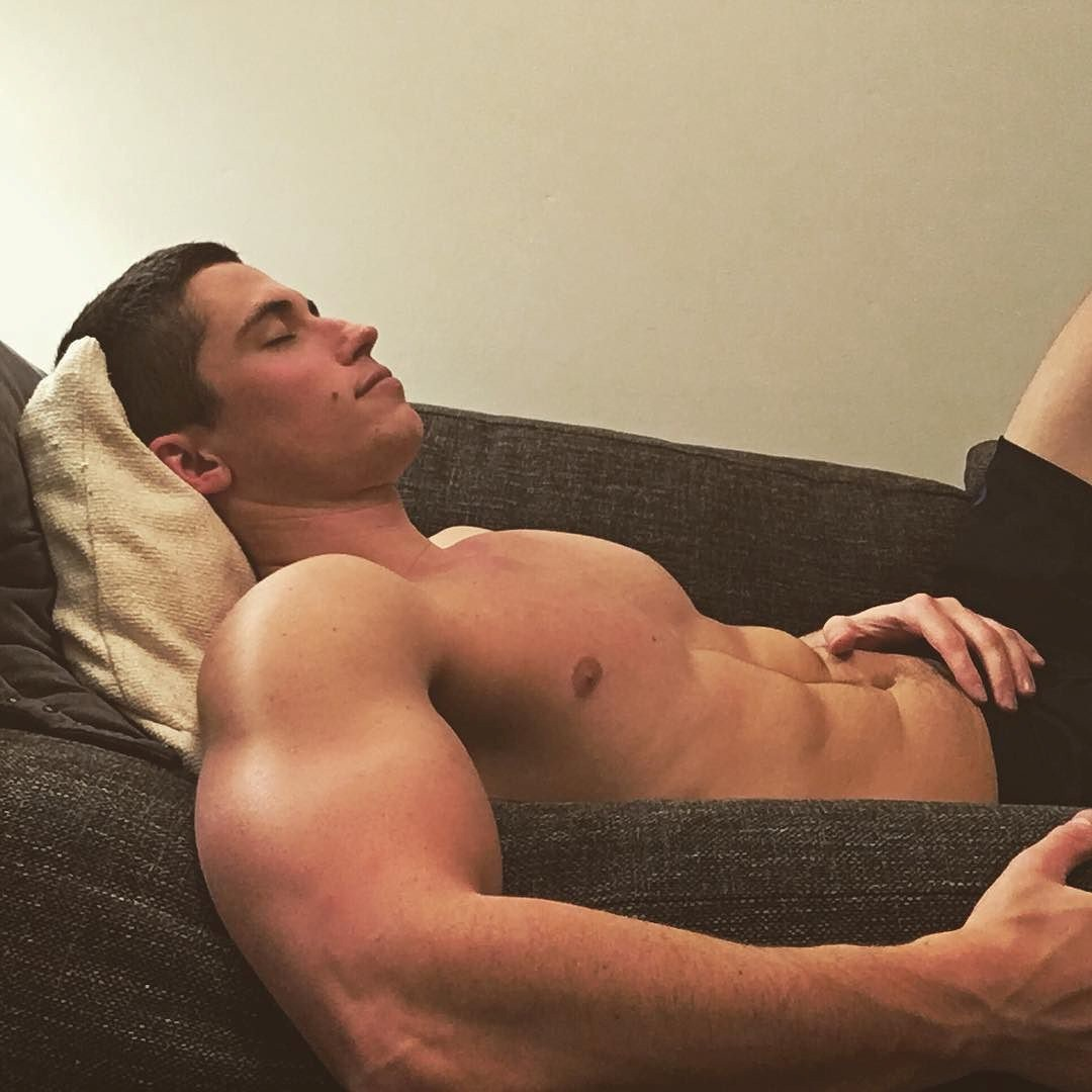 hot-dude-relaxing-shirtless