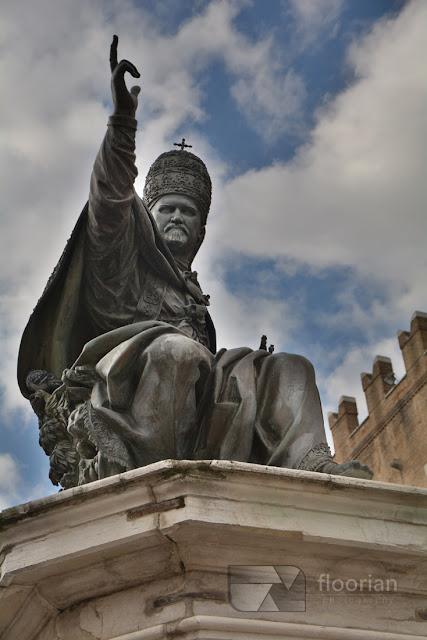 Rimini - Piazza Cavour, średniowieczny plac - TOP atrakcja turystyczna nad wyżrzeżem adriatyku