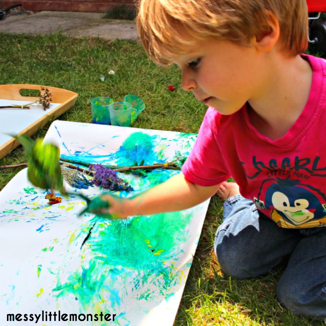 Nature art for kids. How to make nature paint brushes.  Easy and fun outdoor process art for kids. A summer and spring art project for toddlers or preschoolers.