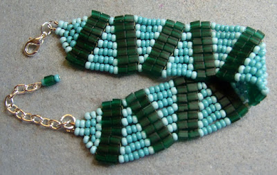 wavy bracelet with seed beads and miyuki cubes
