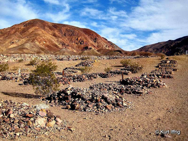 There are between 117 and 160 and bodies buried in Calico's Cametery.