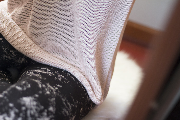 h&m knit sweater and printed leggings