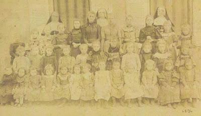Ecoles de filles (archives des sœurs du Bassin minier de Montceau)
