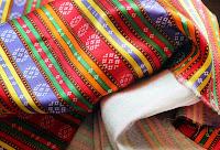 Renkli çizgileri olan kutnu kumaş