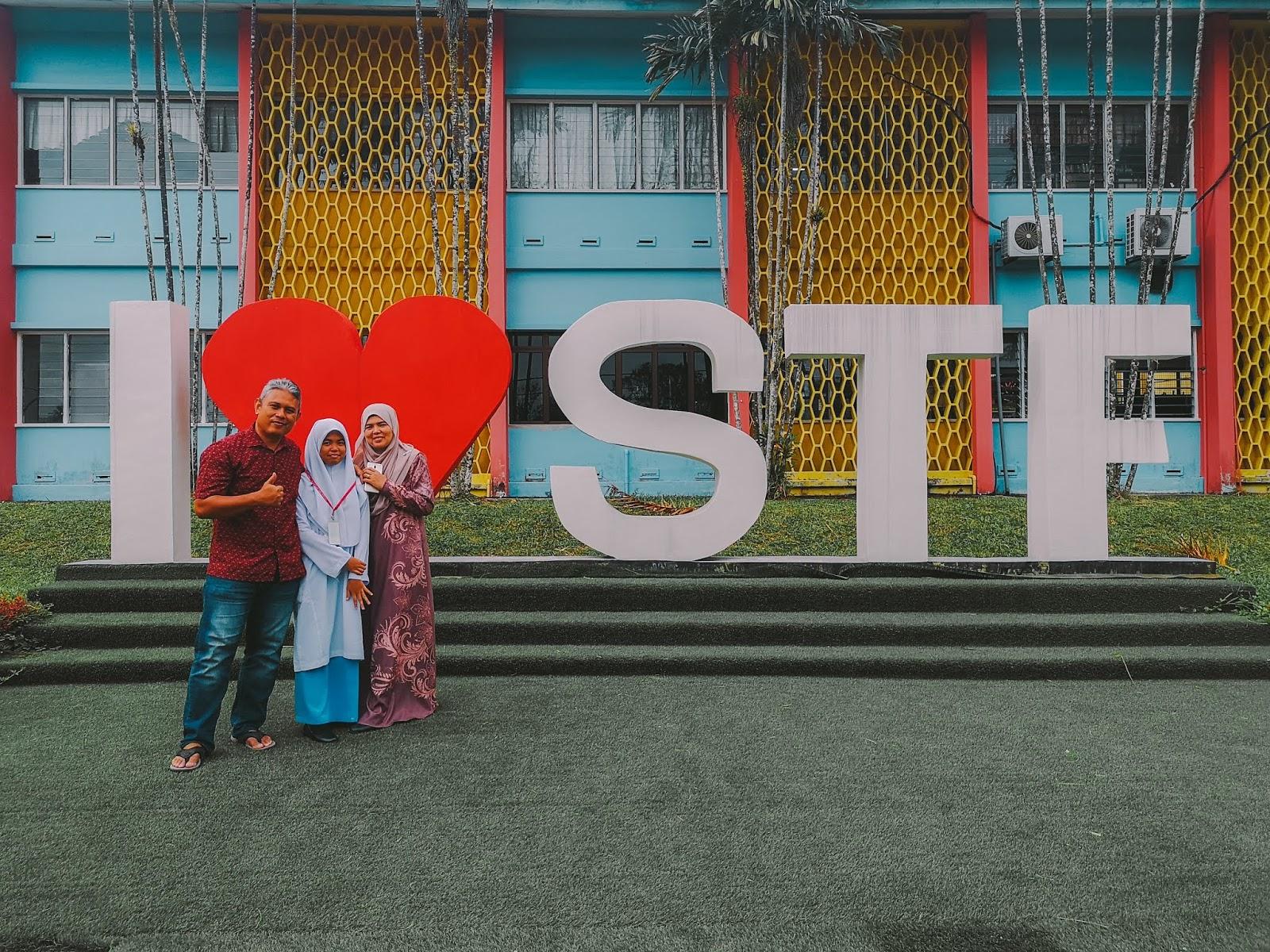 Hanis Ke Sekolah Tun Fatimah, Johor - 1