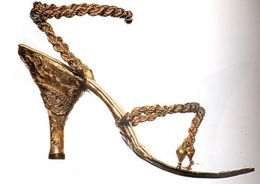 34ce1aaca47 The famous 18K gold shoes commissioned for the wife of a Aussie tycoon  (1956) .