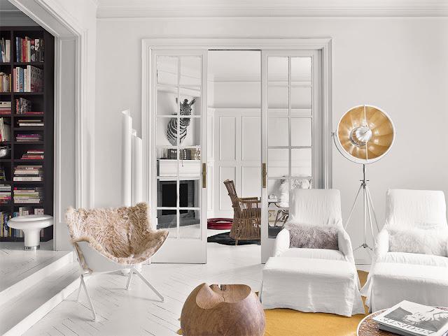 Blanc, luxe et lumière pour un appartement à Barcelone