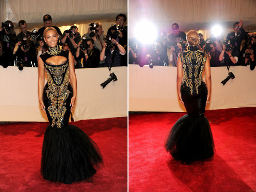 Video: Beyonce Gets Boo'd By Paps @ MET Gala