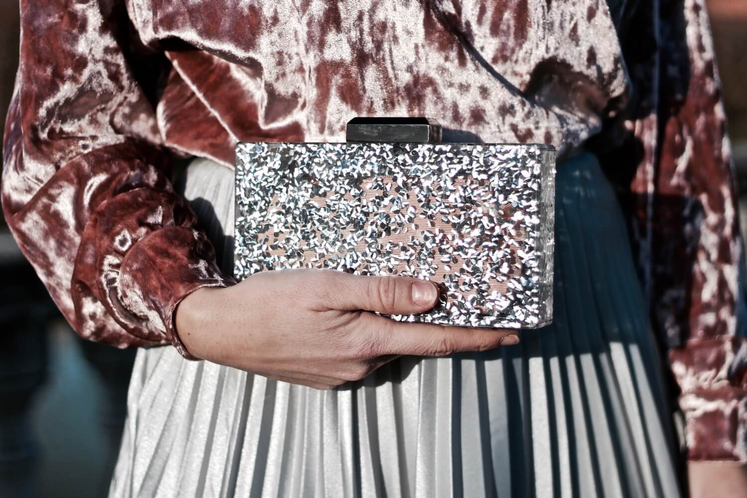 clutch de fiesta purpurina