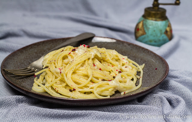 Spaghetti-cacio-e-pepe