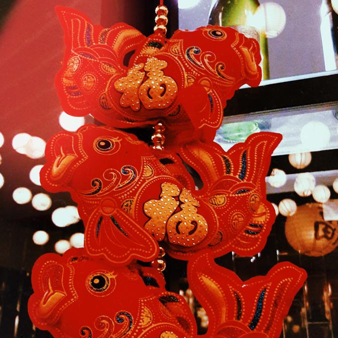 decoração japonesa com carpas estilizadas penduradas (tsurushi kazari) - Cho Street Food
