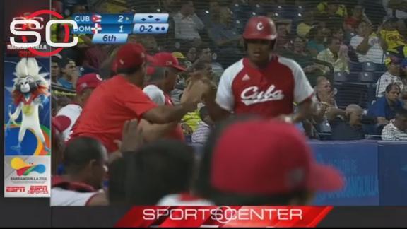 El juego se fue de un solo lado cuando Cuba desató una furiosa ofensiva contra tres relevistas dominicanos, todos inefectivos y falos de control en sus envíos