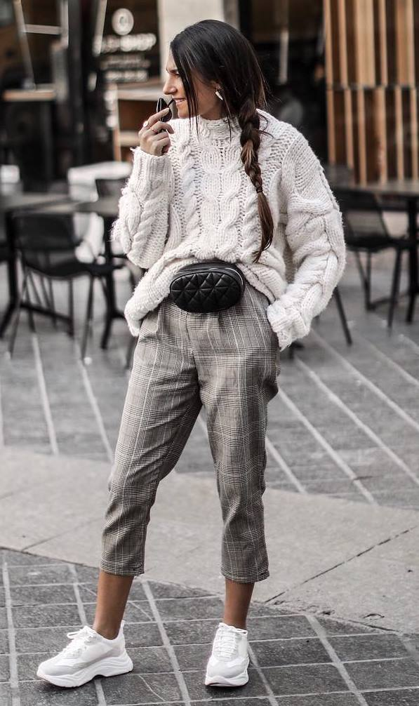comfy outfit for this fall : plaid pants + sneakers + white knit sweater + black waist bag