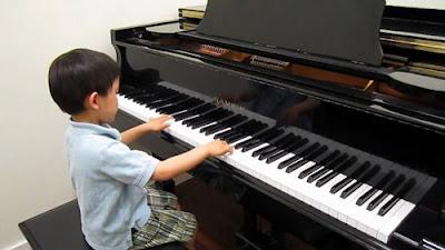 Phụ huynh nên cho trẻ học đàn piano từ mấy tuổi