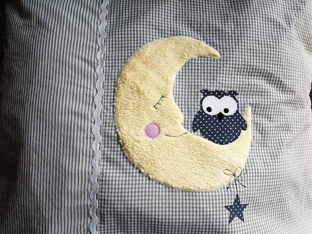 Kinderwagenkissen mit Mond und Eule