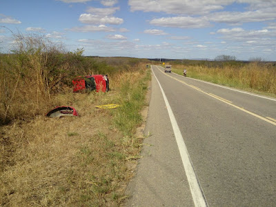 Motorista perde controle do veículo numa curva e capota próximo ao sítio Retiro, em Iguatu-CE