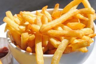 me-poio-ladi-ginontai-kalyteres-oi-tiganites-patates