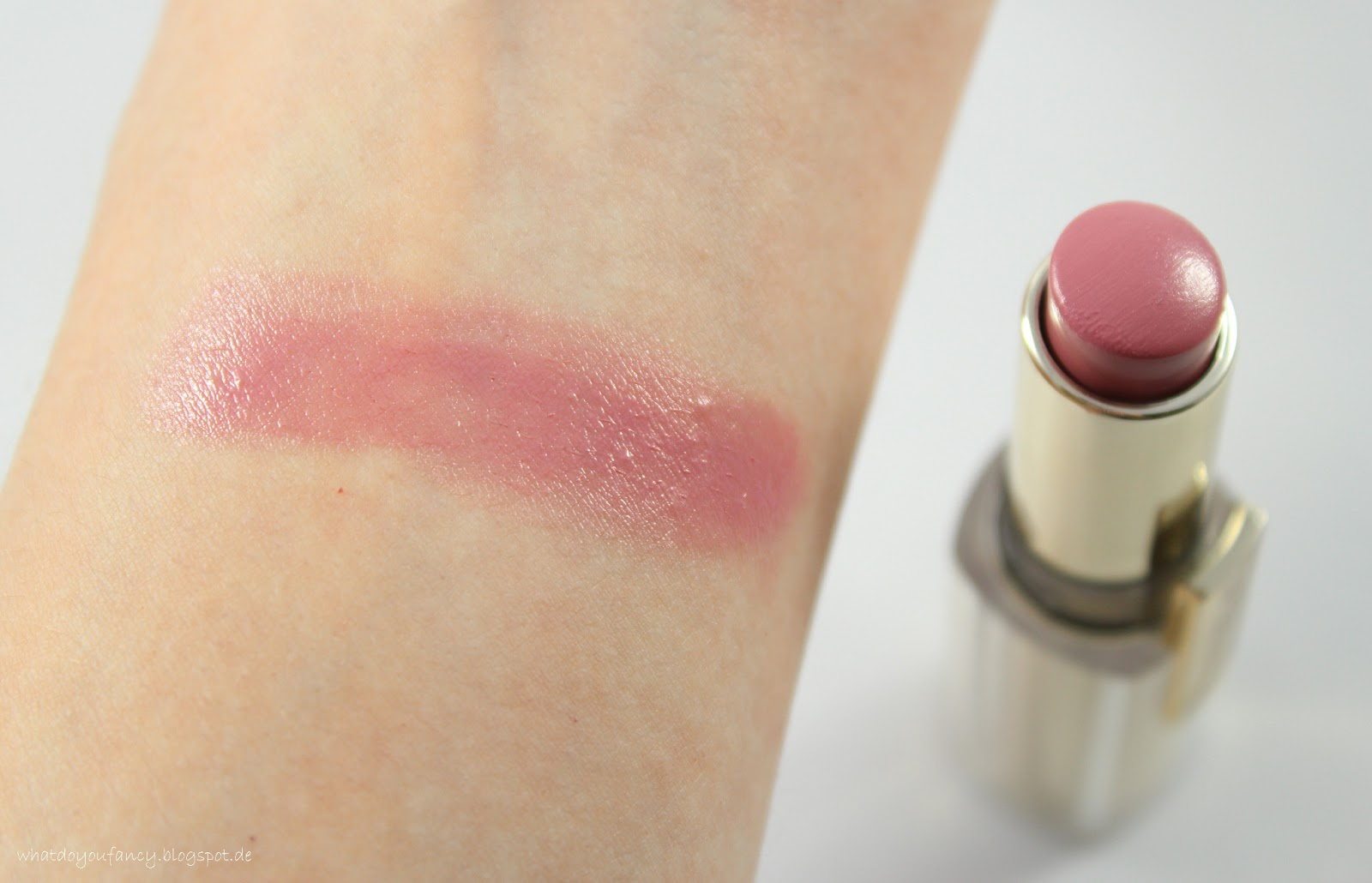 L'Oréal Paris Rouge Caresse Lippenstift in Tempting Lilac (101)