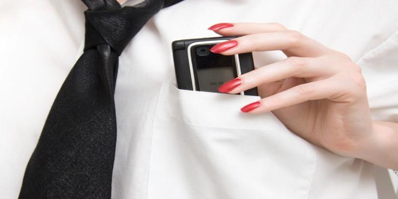 Tempat Terlarang Menyimpan Handphone. Nomor 6 Paling Bahaya!