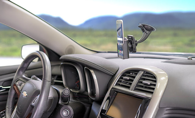 Carro com GPS em uma viagem de Monterey à San Diego