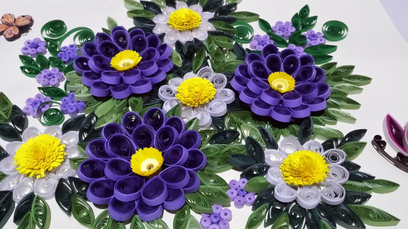 paper quillingsheri: wall hanger with purple 3d flowers