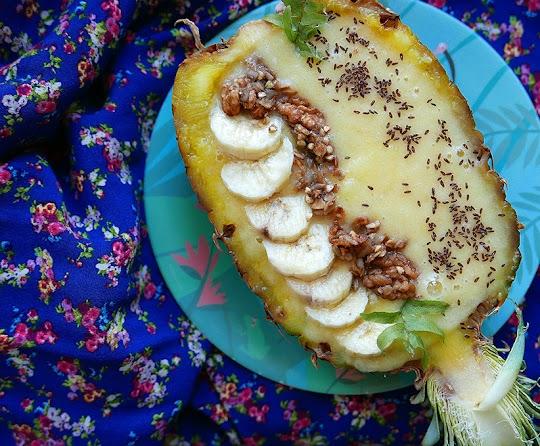 Smoothie bowl z ananasem