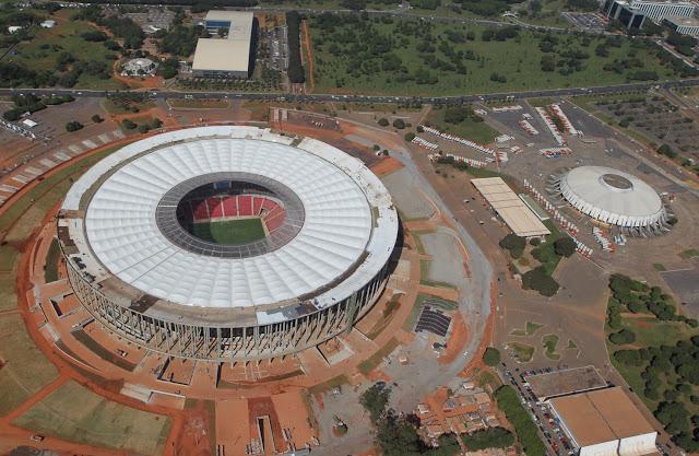 Foto aérea do Estádio de Brasília, em maio de 2013