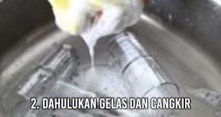 Yakin Sudah benar cara mencuci piring kamu? Cek lagi deh
