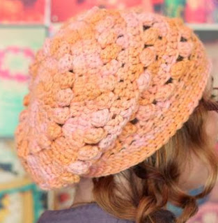 http://translate.googleusercontent.com/translate_c?depth=1&hl=es&rurl=translate.google.es&sl=auto&tl=es&u=http://winkieflash.nl/2013/10/10/free-pattern-alpaca-slouch-hat/&usg=ALkJrhiD971-NkYMESCHGioapWvkvI32Cw