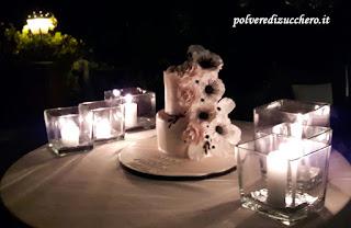 wedding cake anemoni rose torta nuziale rose cake design pasta di zucchero polvere di zucchero